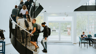 Campus Lichtenberg of the HWR Berlin: Students walk up a spiral staircase. Photo: Oana Popa-Costea